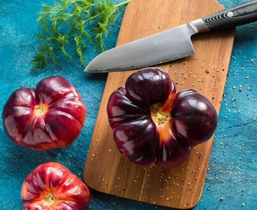 black-handle-knife-with-vegetables-2110485.jpg