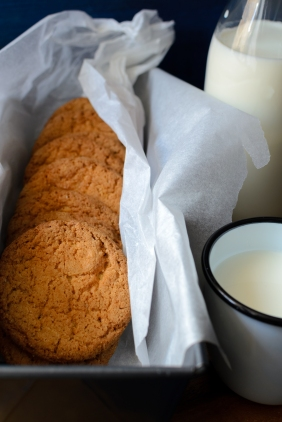 foodiesfeed.com_cookies-with-milk