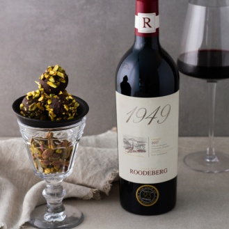 Roodeberg 1949 with crushed pistachio truffles landscape LR - Copy