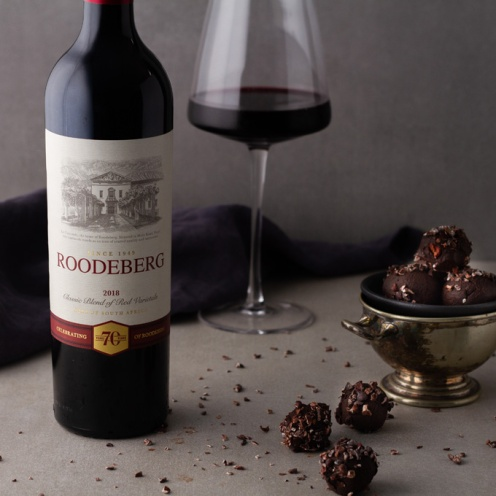Roodeberg Classic Red with cocoa nibs & cocoa powder truffles landscape LR